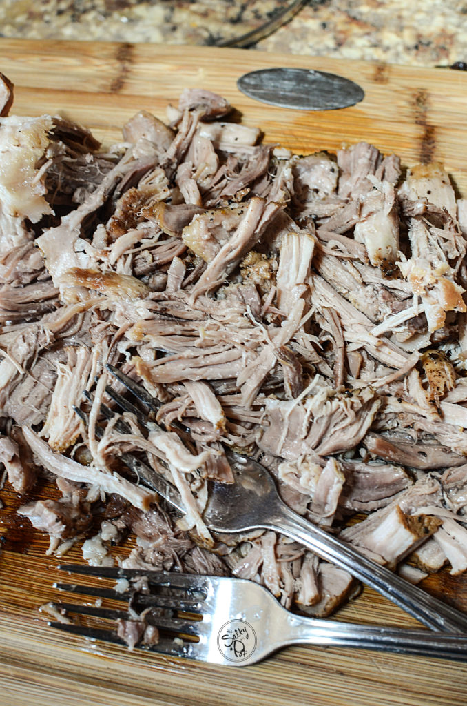 Here's an extremely easy Instant Pot Pulled Pork Recipe that will have everyone wanting more. You'll have tons of leftovers too.