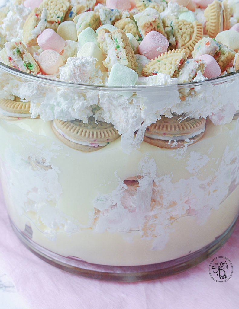 Marshmallow Cookie Trifle!! A delicious dessert with a crunchy cookie mixed with soft pudding and bouncy marshmallows piled into a dessert trifle that's perfect for any occasion, especially birthdays!! #easydesserts