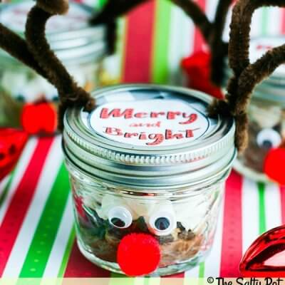 adorable DIY reindeer hot chocolate gift with a FREE printable label!!