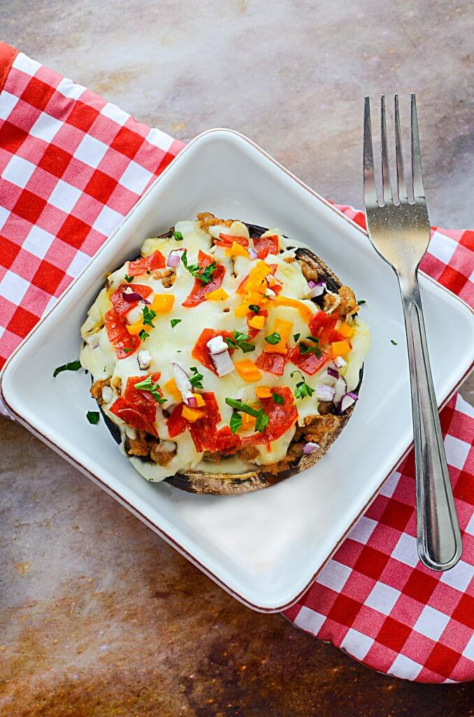 The savory sausage, the juiciness of the mushroom with zesty tomato sauce & the gooey cheese make this Sausage Stuffed Portobello Pizza Recipe AMAZING!!! - The Salty Pot